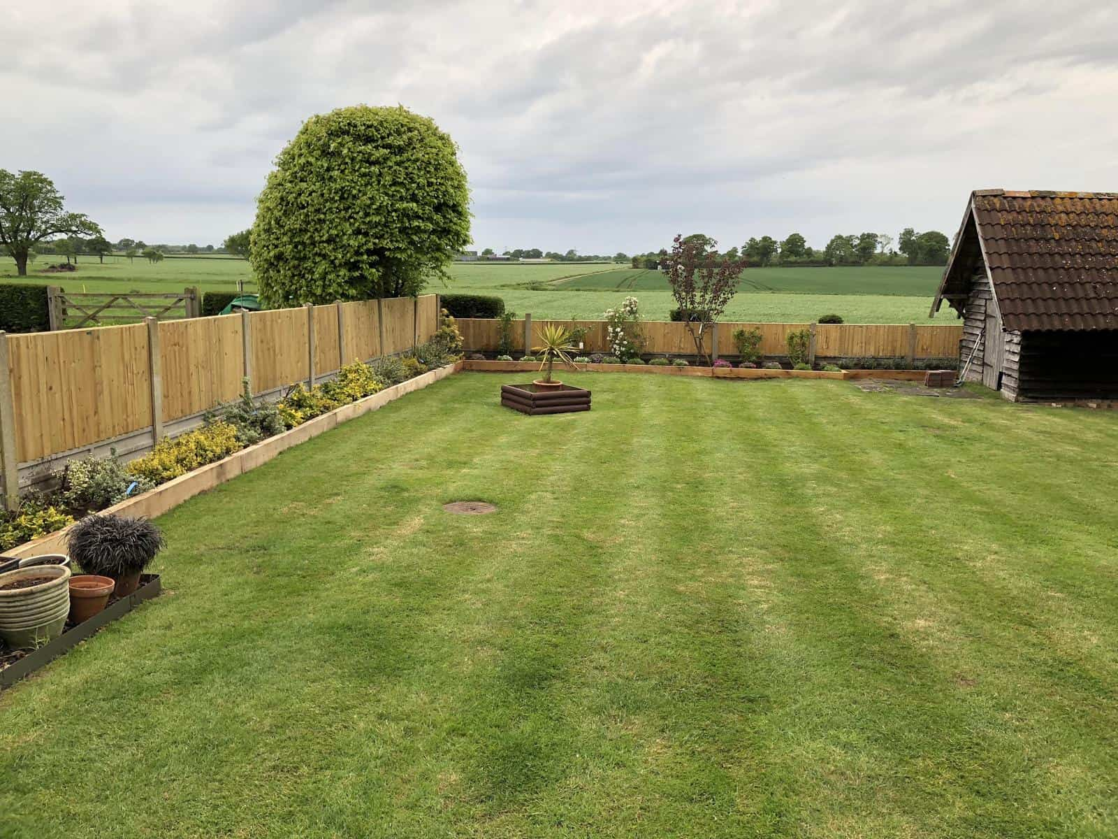 Garden borders, fences and plants updated