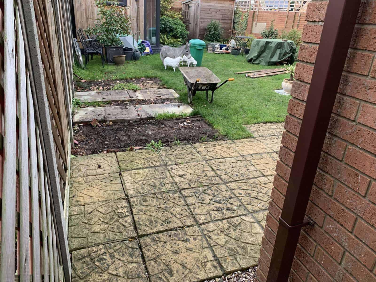 Landscaping a garden. New patio - Calcot / Reading.
